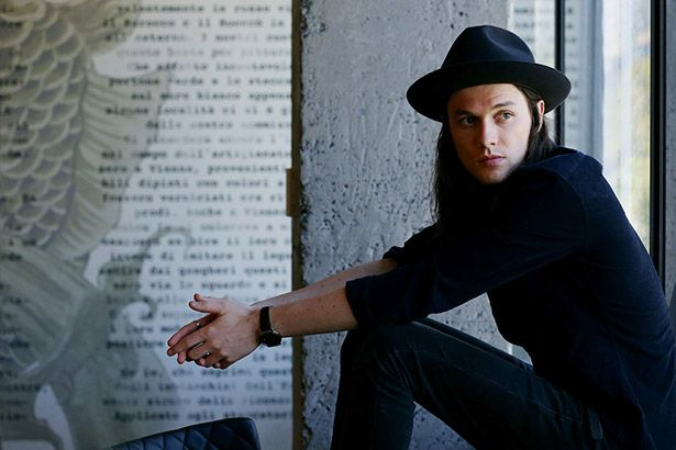 Confira o novo clipe de James Bay Background