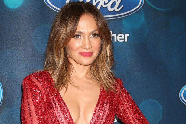 Jennifer Lopez faz canção em homenagem às vítimas de Orlando Background