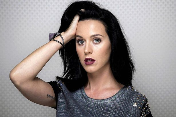 Katy Perry está produzindo novo disco Background