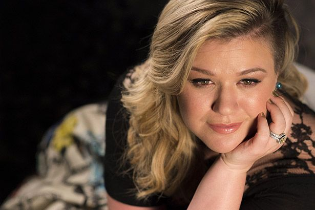 Nasce segundo filho de Kelly Clarkson Background
