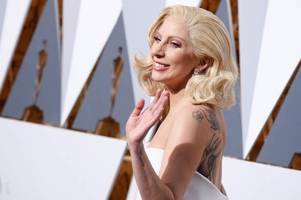 Placeholder - loading - Lady Gaga faz covers em evento político