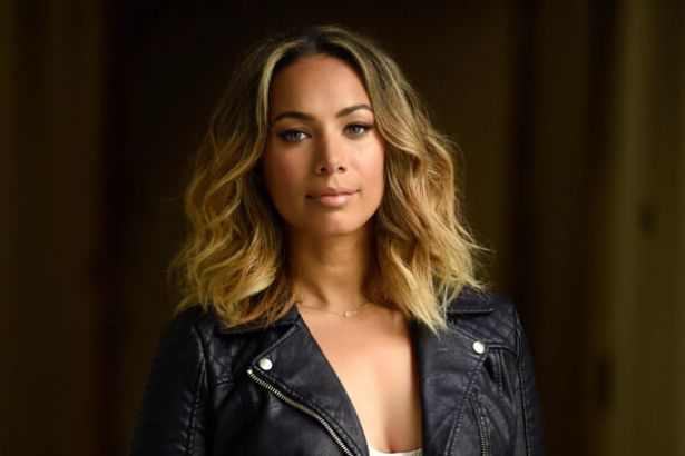 Leona Lewis sai da Island Records Background