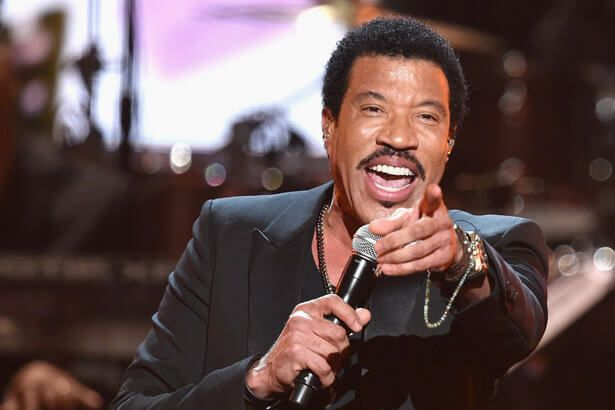 Lionel Richie quer gravar com Adele Background