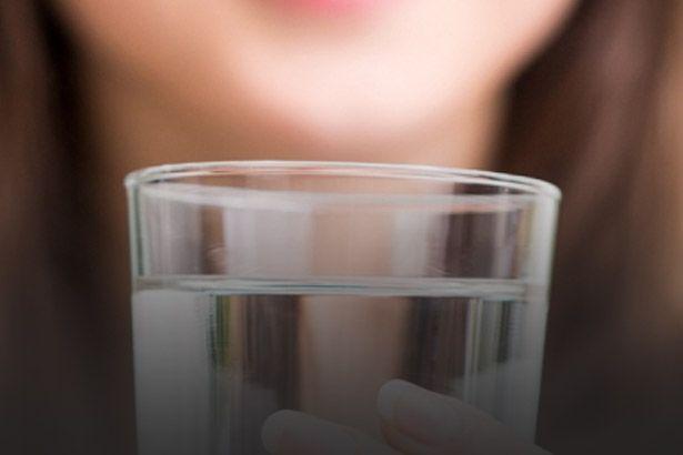 Água com maiores níveis de lítio pode ajudar na cura do Alzheimer Background