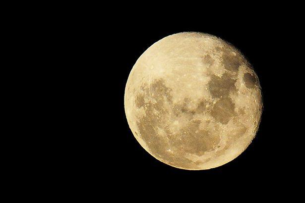 Placeholder - loading - Imagem da notícia Lua é mais antiga do que se imaginava