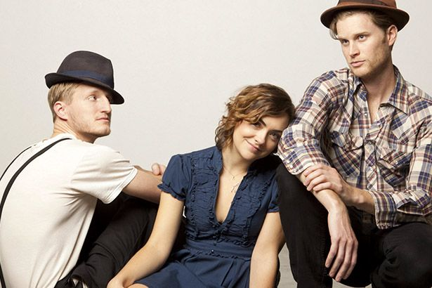 Novo disco do The Lumineers estreia no topo das paradas Background