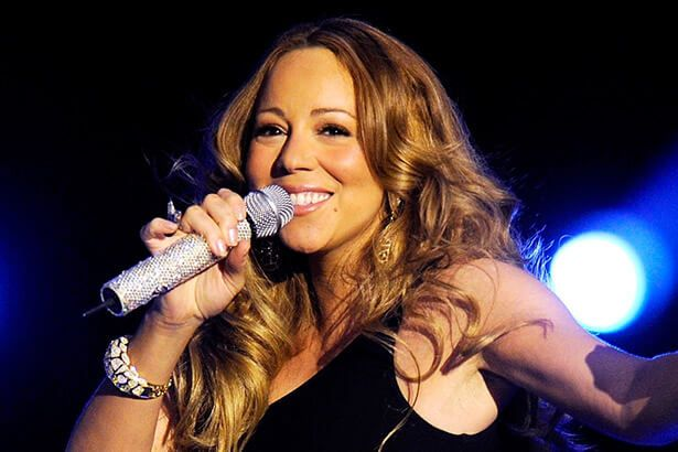 Mariah Carey dá entrevista de maneira inusitada; confira Background