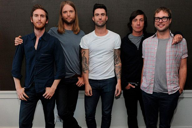 Maroon 5 libera clipe de Cold Background