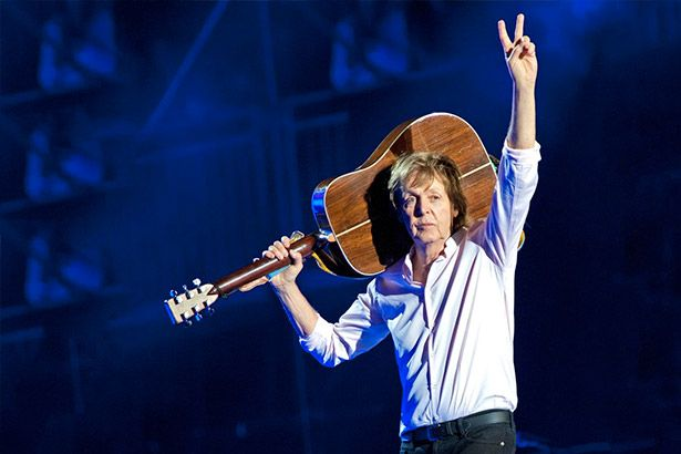 Confira tributo de Paul McCartney a Prince Background