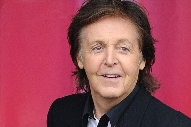 Placeholder - loading - Menina de 10 anos canta com Paul McCartney em show Background