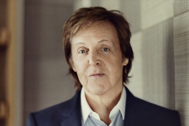 Placeholder - loading - Paul McCartney repreende a banda Oasis Background