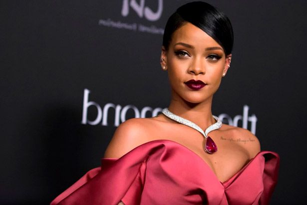 Rihanna vai estrelar filme musical Annette Background