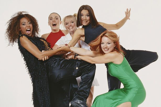 Mel B finalmente fala sobre reencontro das Spice Girls Background