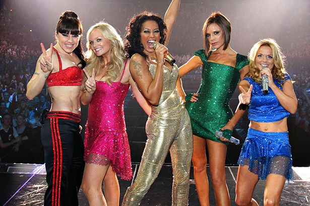 Microfone de Victoria Beckham era desligado em shows das Spice Girls Background