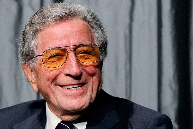 Tony Bennett completa mais um ano de vida Background