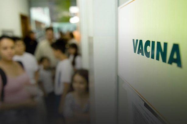 Ministério da Saúde disponibilizada vacina da gripe para todos Background