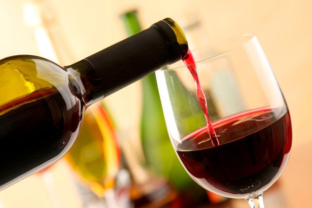 Consumo de álcool entre mulheres pode aumentar o risco de câncer de mama Background