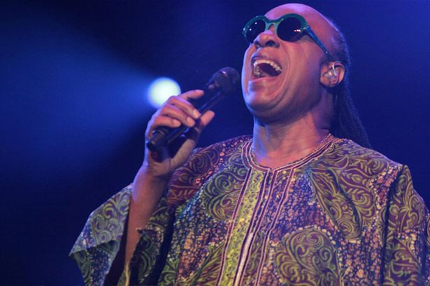 Placeholder - loading - Filha de Stevie Wonder anuncia que seguirá carreira do pai Background