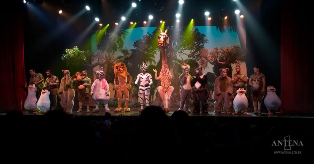 """Placeholder - loading - Promoção - Assista """"Madagascar – Uma Aventura Musical """"com a Antena 1"""