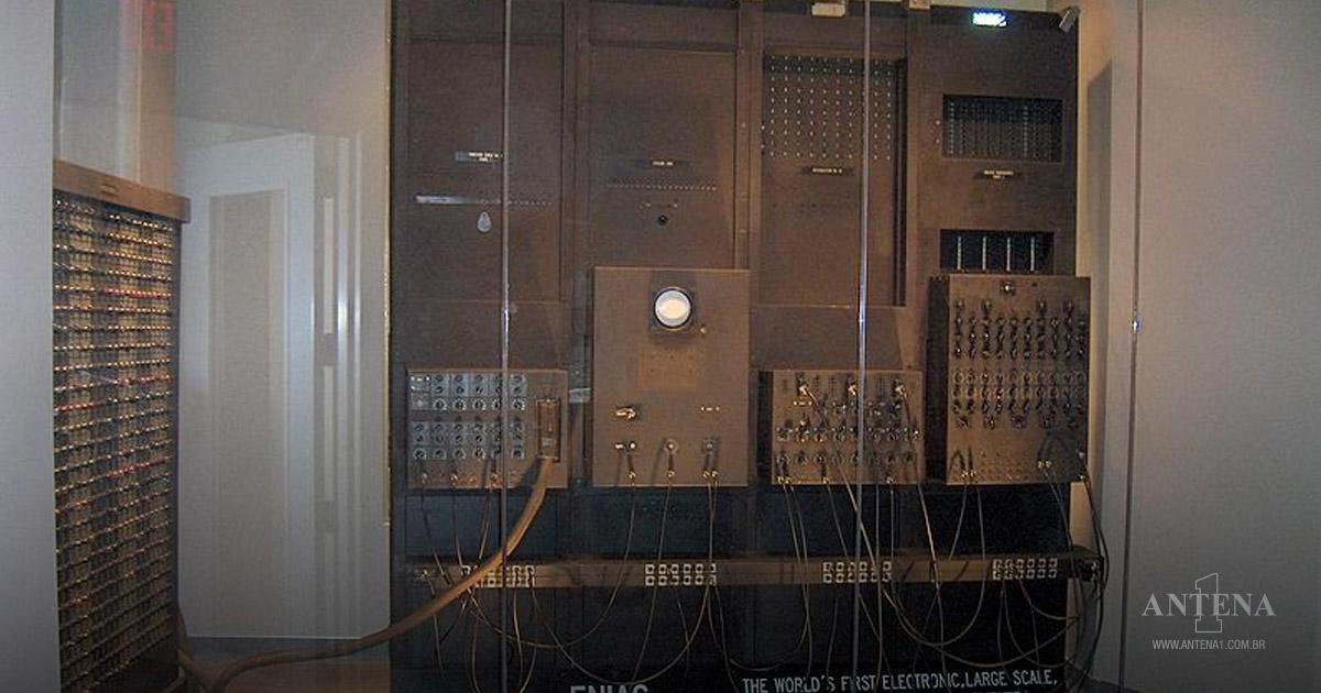 ENIAC foi introduzido no dia 14 de fevereiro de 1946