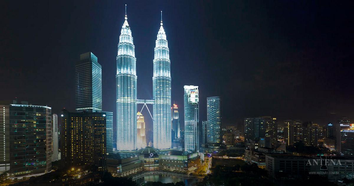 Petronas fica na Malásia.